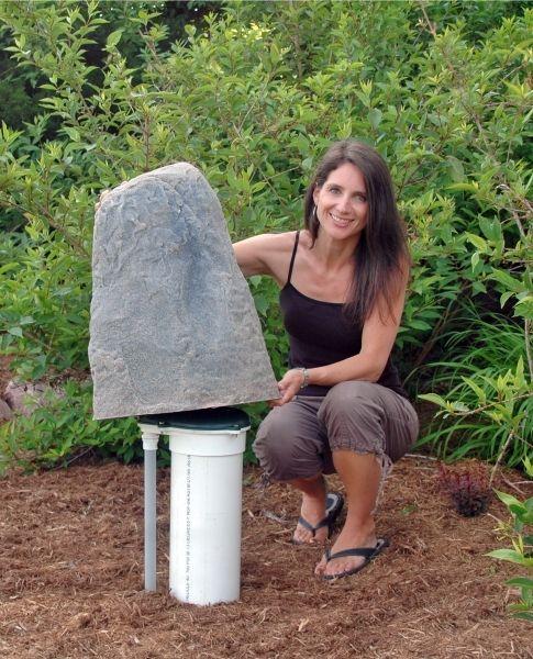 DekoRRa Mock Rock Model 107 Fake Rock Well Cover